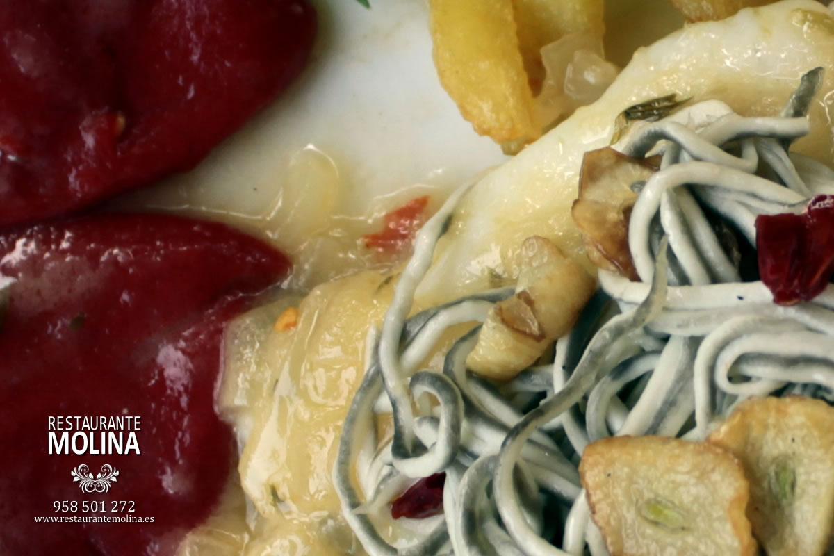 Bacalao con gulas y pimientos del piquillo en Restaurante Molina