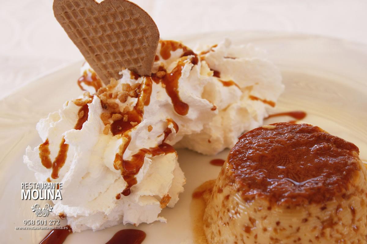Flan al caramelo con nata en Restaurante Molina